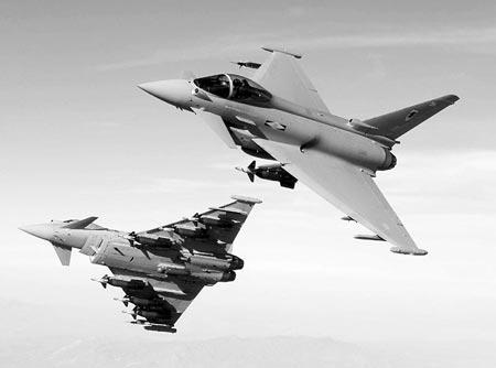 """欧洲""""台风""""战斗机可挂载多种先进的对空、对地武器"""