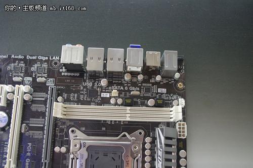 CPU插槽上边也有内存槽