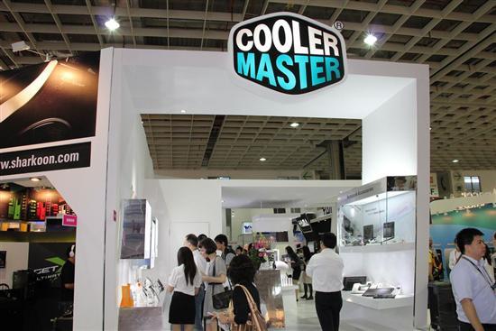 国际外设品牌酷冷至尊携旗下创意品牌CHOIIX(巧思)和电竞品牌CMSTORM共同登场。凭借多年来良好的口碑在现场引得众多围观者。