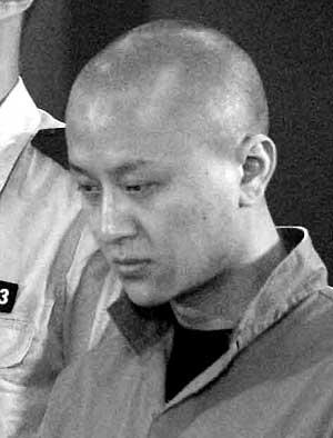 """本报讯 (记者张媛)昨日,""""长安街英菲尼迪车祸案""""被告人陈家的辩护人图片"""