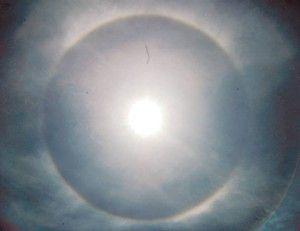 日关东地区出现太阳光环 气象厅称与核辐射无关(图)