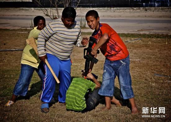 组图:战争中的儿童