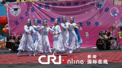幼儿园老师们表演的回族舞蹈