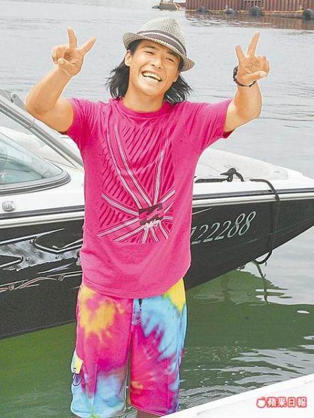 张柏芝弟弟张豪龙开设滑水俱乐部也花了柏芝270万元港币。