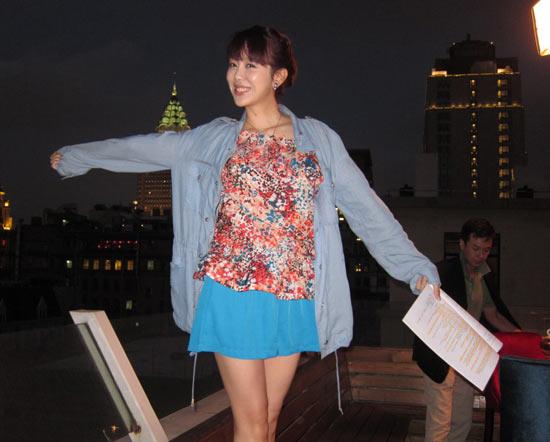 姜妍上演高空舞蹈