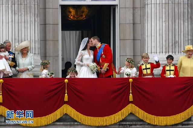 """""""阳台之吻""""结束,凯特在转身时忽然一回头。"""