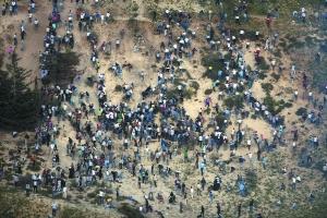 6月5日,叙利亚以色列交界的戈兰高地,数百名巴勒斯坦人举行示威,部分人试图进入以色列控制区,遭以军武力阻止。