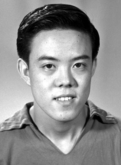 容国团,与中华体育的几个第一紧密相连 他夺得第一个世界冠...