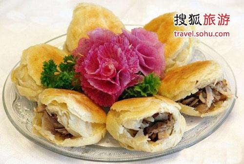 对夹是赤峰的一种特色食品,吃起来香脆适口