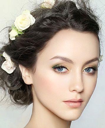 No:唇膏颜色的选择要适度,过于鲜艳会与眼影不协调。过于暗哑会让整个妆容不够精神。