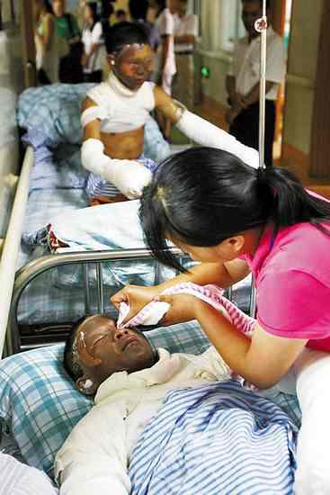 惠州8个小孩被氢气球爆炸所伤,面部和手严重烧伤,目前在广州市红会医院治疗