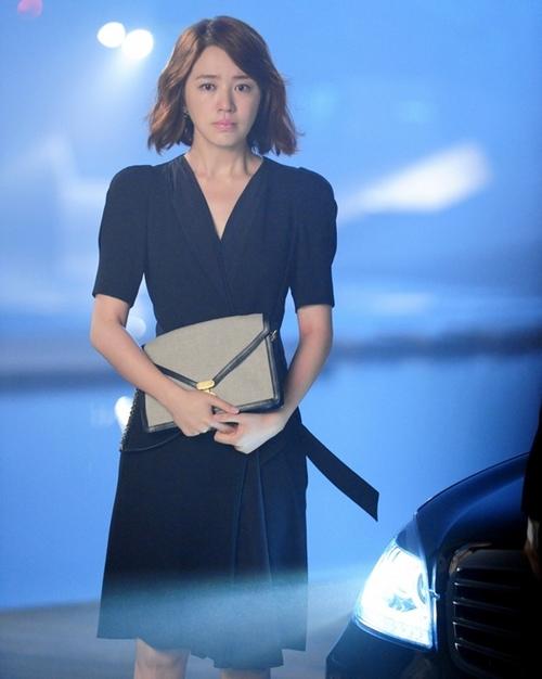 小黑裙+信封包