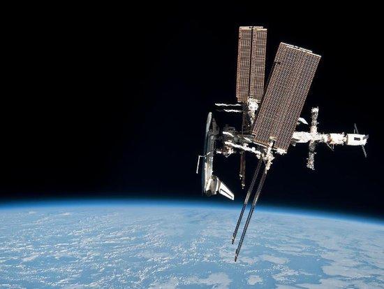 这是该局首次公布航天飞机与空间站的对接照片和视频.