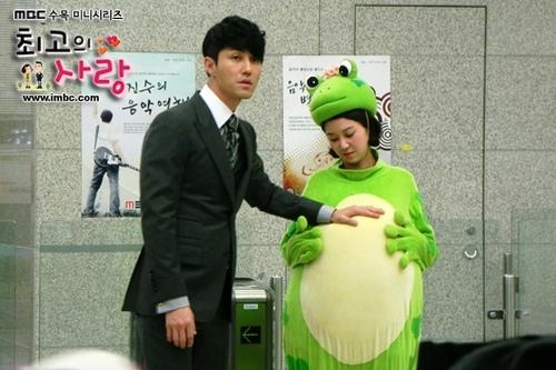 具爱贞被要求穿着青蛙服出现