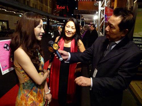 《幸福卡片》主演朱琳在悉尼首映礼接受采访