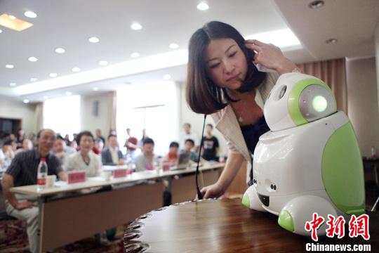 日语人机对话机器人亮相山西日语演讲大赛(图