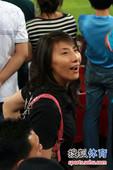 幻灯:泰达球迷标语调侃铁帅 女排队长现场助阵