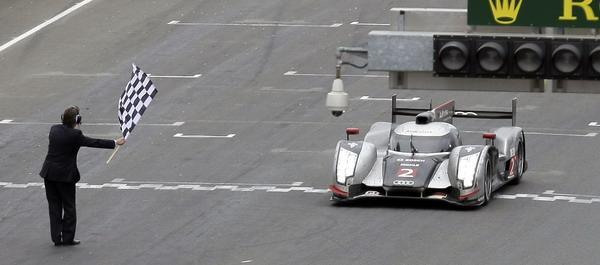 图文:第79届勒芒24小时耐力赛 赛车抵达终点