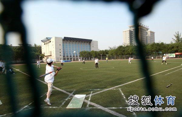 图文:世界球场日举行庆祝活动v图文外的功夫-搜中国垒球vs日本空手道图片