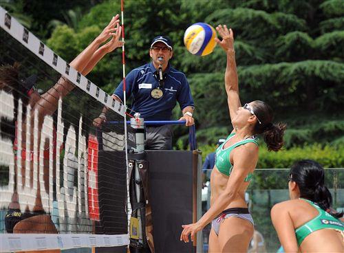 意大利当地时间6月13日,2011沙滩排球世锦赛在意大利罗马拉开帷