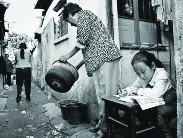 丽,普通市民的衣食住行发生的点滴变化更能直接说明青岛建置120年