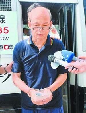 """面对媒体询问,赖俊杰低头致歉:""""我对不起社会""""。"""