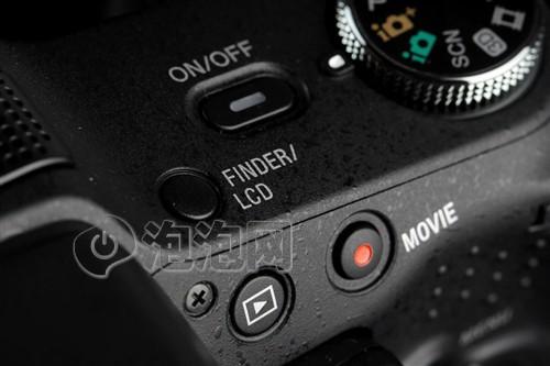 富士HS22EXR可以将高感光度发挥到极致,即使在弱光条件下也能拍摄出带有惊叹立体声音效的高清彩色Full HD视频(1080p; 30帧/秒 / High Profile)。