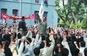 冯远征饰演的陈独秀除了是位学者,更是位优秀的演说家