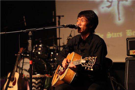 刘峥嵘现场演唱
