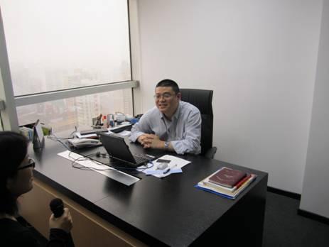 上海卓麒互动总裁袁凯在接受采访