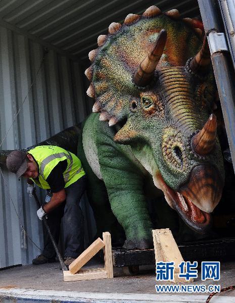 """美国切斯特动物园:""""恐龙""""来了(组图)"""