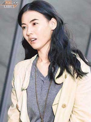 张栢芝在众多传闻中,最感委屈是指她榨干霆锋!