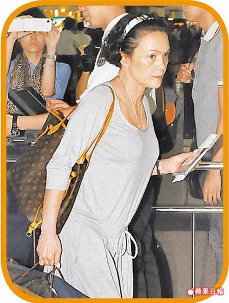 张柏芝母亲昨在机场准备离港前往温哥华