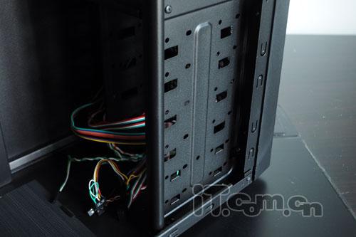 多彩mr402机箱硬盘安装位图片