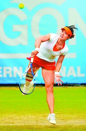 李娜在伊斯特本网球赛比赛中。