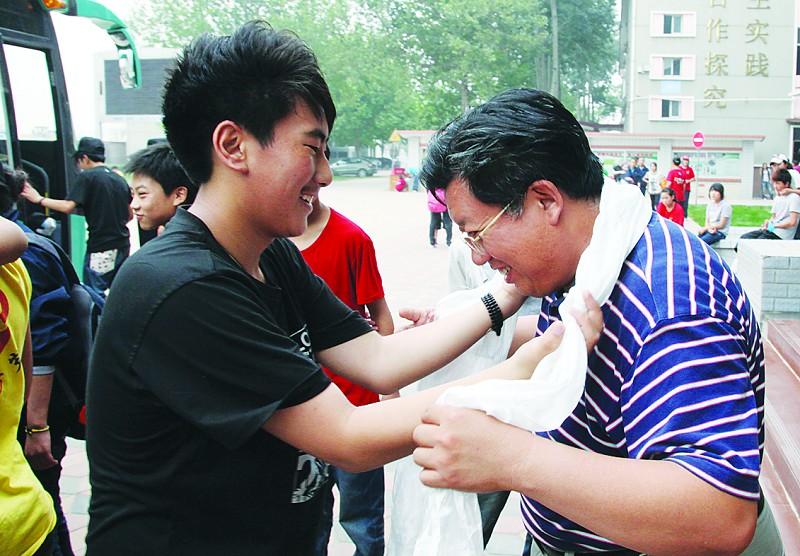 玉树游记民族88名毕业生踏上中学(国庆)作文初中归程800字组图图片