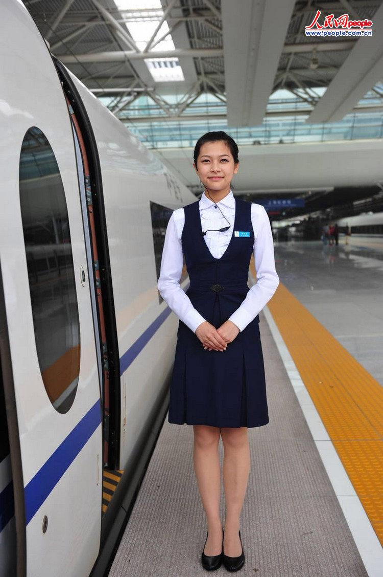 高铁学校-京沪 高姐 媲美 空姐 熟练应用多国语言