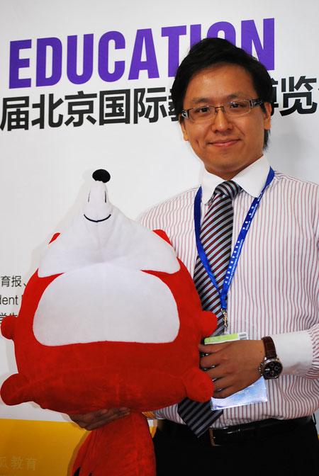 第八届北京国际教育博览会《搜狐教育网络直播间》:加拿大达英国际学院市场部经理 黄忠仁做客