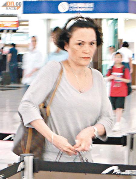 张柏芝母亲 16日远飞加拿大