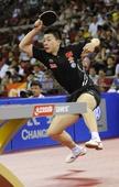 图文:中国公开赛马琳4-2马龙夺冠 马龙回球