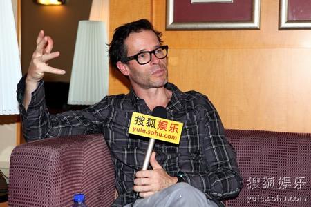 盖-皮尔斯为主演的合拍片《幸福卡片》首次来华宣传