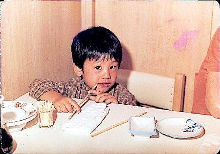 曝明星超罕见老照片 童年刘烨星范儿十足