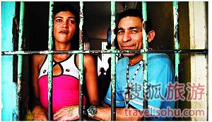 nEO_IMG_虽然女囚的监舍是独立的,但她们可以很方便的与男囚犯接触甚至共处一室4