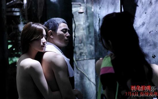 《孤岛惊魂》陈小春与裸女上演情色场面