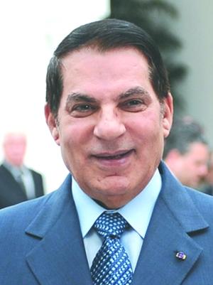 本·阿里现年74岁,1989年当选突尼斯总统,此后数次连任总统。2011年1月14日,本·阿里放弃总统权力,离开突尼斯前往沙特。