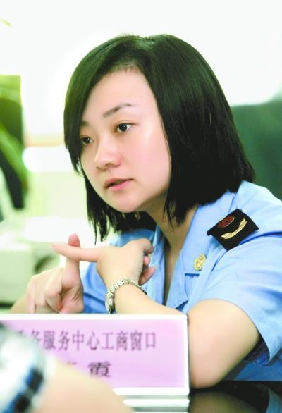 汪苏霞:赴鄂州帮企业办迁移(图)