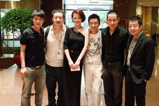 (左二起)主创:韩杰 谭卓 王宝强 成泰燊 贾樟柯