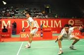 图文:[羽毛球]印尼超级赛 洪伟奋力救球