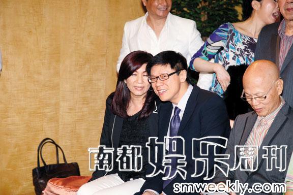 """虽然有传宿敌乐易玲在他受审期间""""落井下石"""",但复职后的陈志云依然与她有说有笑,EQ甚高。"""