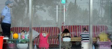 """北京市警方清查朝阳北路附近""""发廊足疗一条街"""",控制50余名涉黄"""